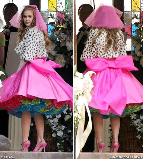 Novel Does My Bum Look So Bog In This does my bow look big in this isla fisher dresses as the