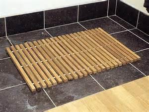 tapis salle de bain bois