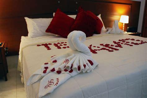 decorar habitacion bienvenida decoracion noche romantica hotel