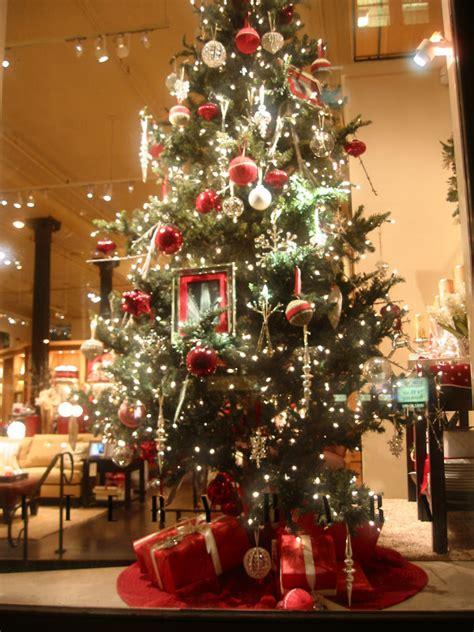 wohnzimmer weihnachtsmarkt pottery barn tree window photo hubert steed