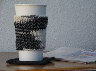 knitting pattern cup holder gizmo fiber arts ribbed coffee cup sleeve holder
