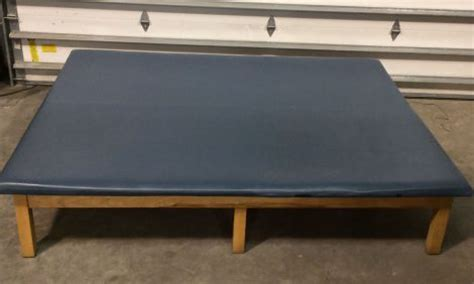 therapy tables for sale used bailey unknown physical therapy table se de vende