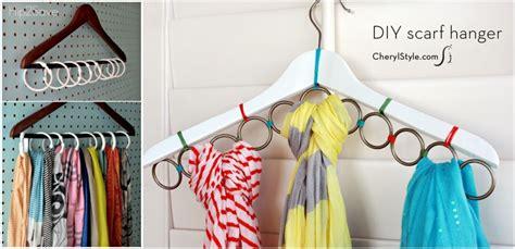 Hanger Sisir Bisa Untuk Gantung Hanger Lagi Di Bawahnya 1 tips simpan koleksi pakaian di kamar sempit properti