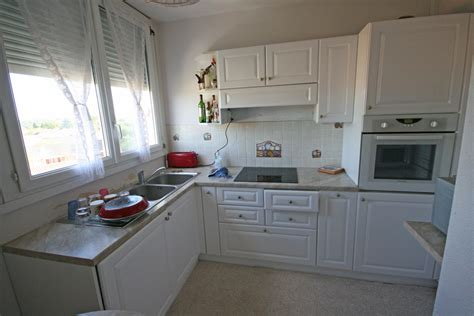 faience cuisine moderne marron carrelage gris ardoise cuisine lombards peinture mur cuisine