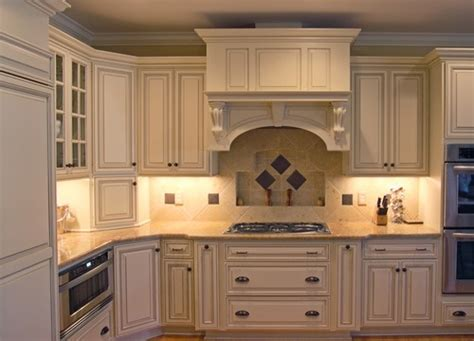 kitchen backsplash ideas with cream cabinets backsplash with cream cabinets kitchen remodel ideas