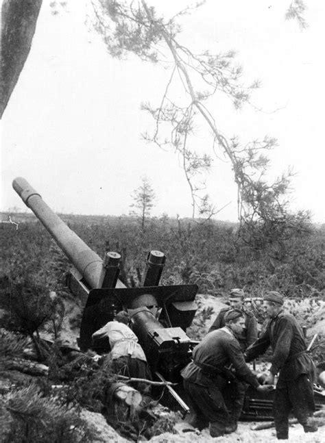 World War II. A Soviet crew of a 152 mm howitzer-gun M1937