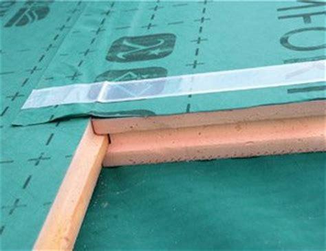 démousser un toit 2919 sarking r 233 aliser une isolation efficace en toiture mise