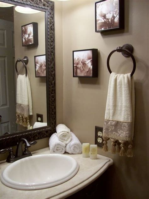 Decorating Ideas For Bathrooms 25 Best Ideas About Half Bath Decor On Pinterest Half Bathroom Decor Powder Room Decor And
