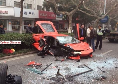 lamborghini crash lamborghini aventador wrecked in head on crash in china