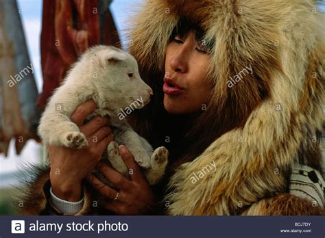 alaskan eskimo image alaska eskimo with puppy kotzebue summer in fur