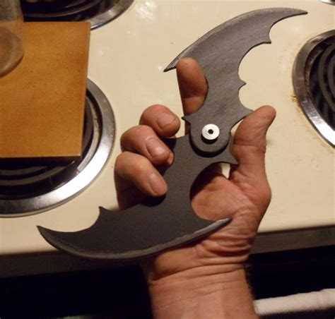 How To Make A Paper Batman Batarang - batman folding batarang gadgets matrix