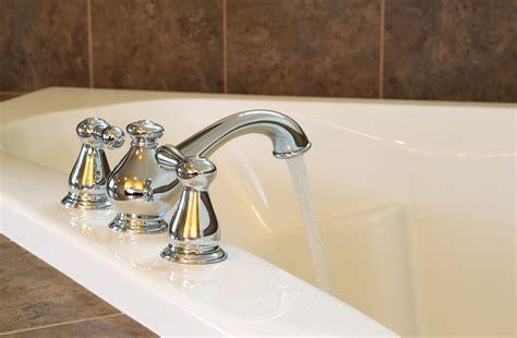 installation baignoire changer un robinet de baignoire