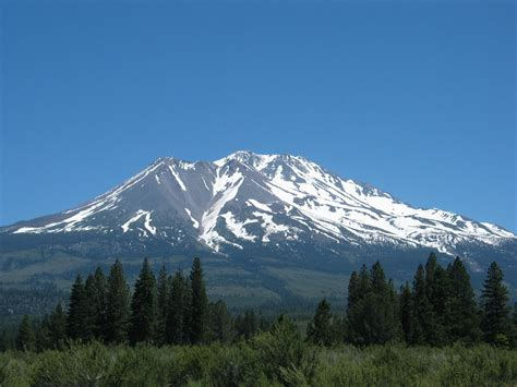 in this mountain file mountain shasta jpg wikimedia commons