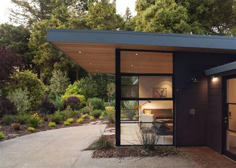 Flat Roof Overhang Windows Roof Overhangs And Headers Roof Design Menlo