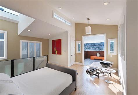wohnideen schlafzimmer mit dachschrge dachschraege ideen wohnzimmer skandinavisch dielenboden graues sofa shaggy wohnzimmer