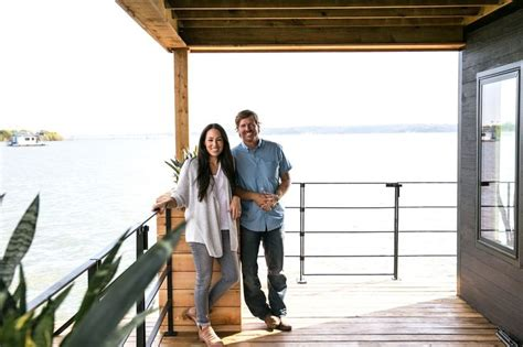 fixer upper houseboat episode 1000 images about chip joanna s quot fixer upper quot on
