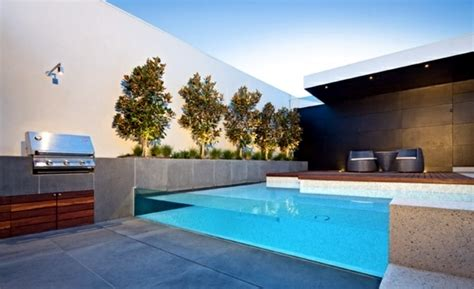 Garde Corps Inox 1354 by Swimming Pool With Glass Wall Creates A Relaxed Atmosphere