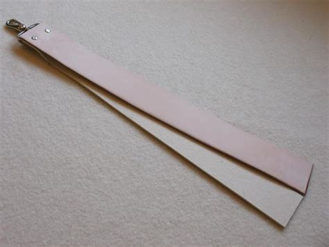 how to strop a razor a strop
