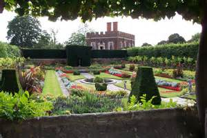 hton court palace garden