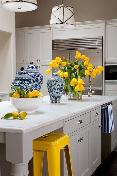 White And Yellow Kitchen Ideas 25 Best Ideas About Yellow Kitchen Accents On Pinterest Lemon Kitchen Decor Lemon Decorating