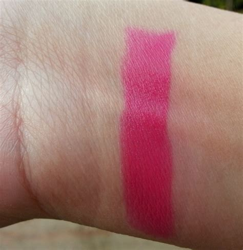 Lipstik Maybelline Pink Alert maybelline pink alert lipstick pow 2 review swatches and