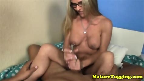 Mature Homemade Handjob With A Real Housewife Eporner