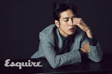 sketchbook jung yong hwa cnblue s jung yong hwa shows sexiness for