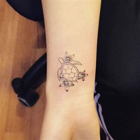 simple turtle tattoo simple sea tattoos www pixshark images galleries