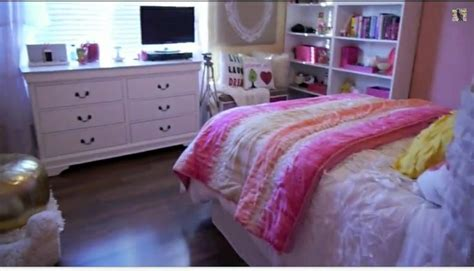 bethany mota room tour bethany motas room new room shelves the two and i want