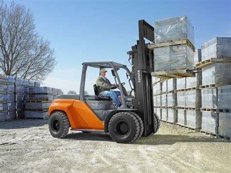 carrelli elevatori grandi portate controbilanciati per grandi portate logistica