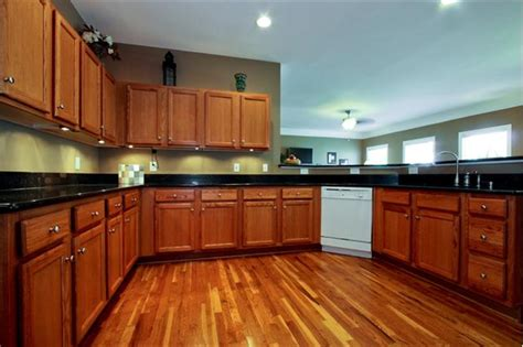 kitchen colors light brown cabinets http www nauraroom kitchen colors light brown