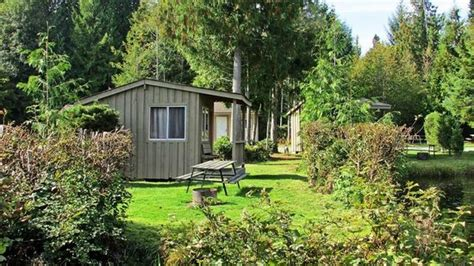 Qualicum Resorts Cabins by Small Rustic Cabin Exterior Picture Of Qualicum Bay