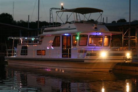 gibson house boats pick a type of boat that s right for your liveaboard lifestyle