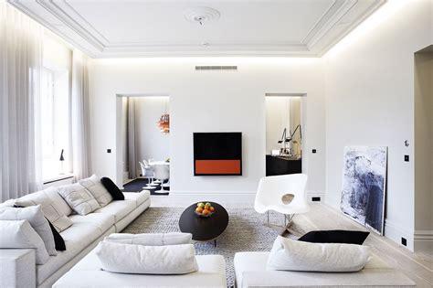 tijdloos luxe appartement met design meubels binnenkijken