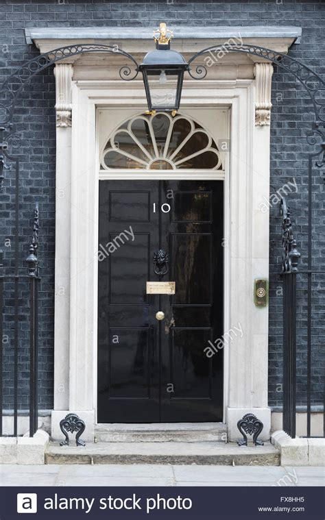 10 downing front door the closed front door of number 10 downing