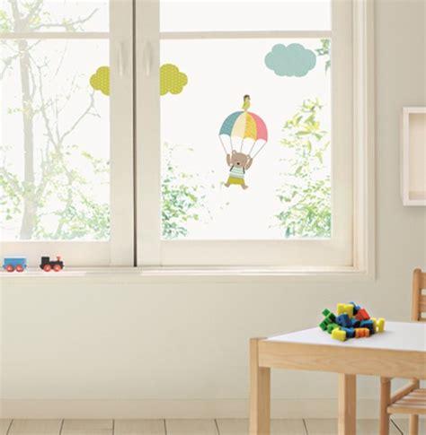 Fenstersticker Kind kinder fenstersticker b 228 r mit fallschirm teddyb 228 r teddy