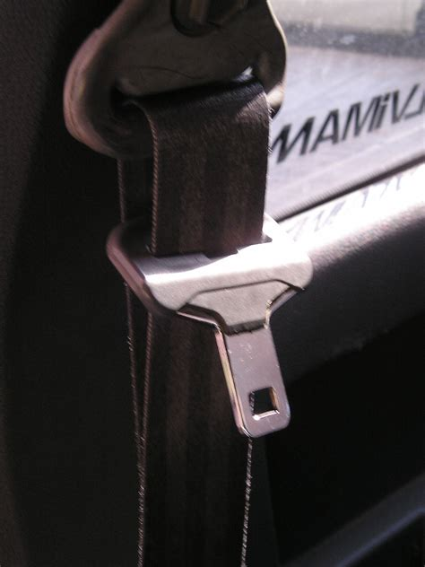 how to use seat belt seat belt use on the rise but fatal car accidents still a