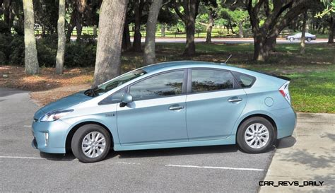 2014 toyota prius in 28 images car and driver 2014