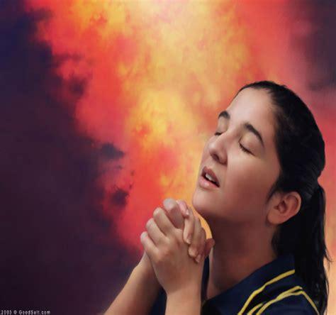 imagenes mujeres orando gifs de gente gifs de mujer rezando