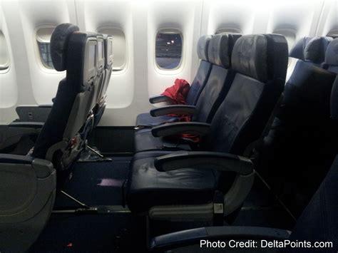 delta 777 economy comfort delta air lines 777 economy comfort row 32 ren 233 s