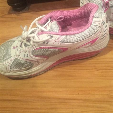 sketcher tenis 88 skechers shoes sketchers shape up tennis shoes 7 from marissa s closet on poshmark