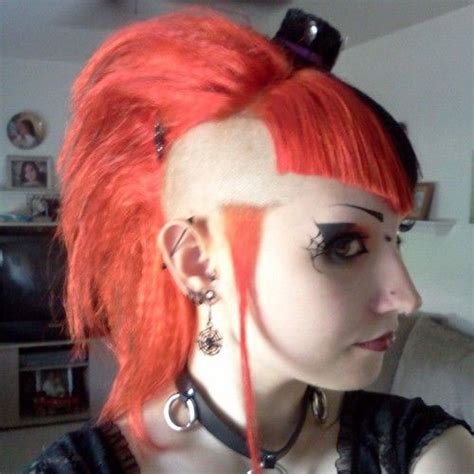 20   Crazy & Scary Halloween Hairstyle Ideas & Looks For
