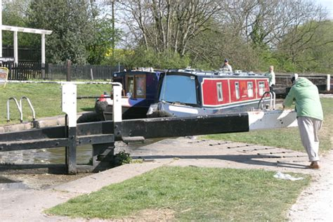 canal boats online enjoy a uk canal boat holiday cheap online hire when you