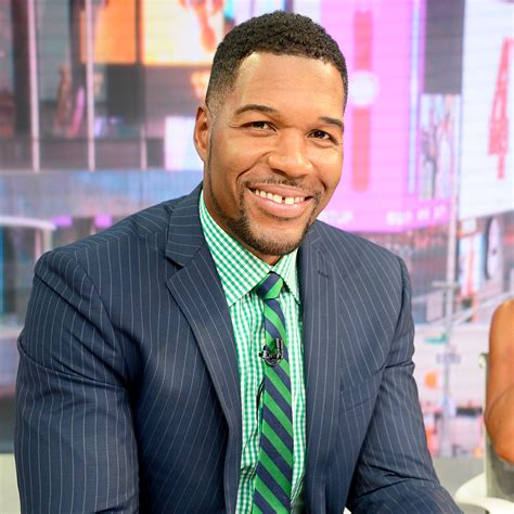 what kind of haircut does michael strahan have michael strahan lost a little bit of his pinky finger watch