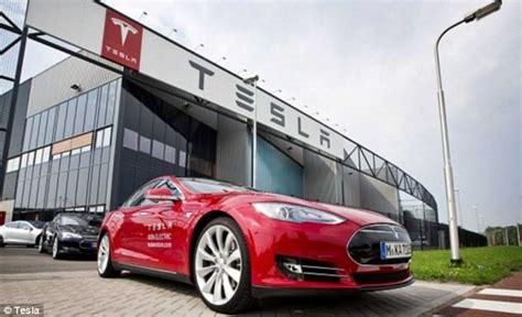 elon musk driverless cars tesla s elon musk says self driving cars will be produced