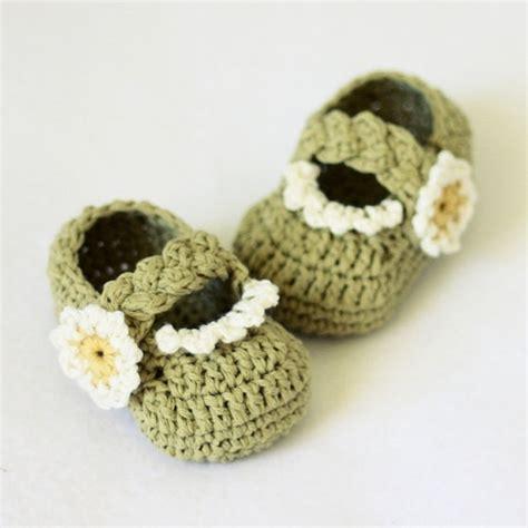 crochet pattern flower motif baby shoes flower ruffle baby shoes pattern crochet knit pinterest