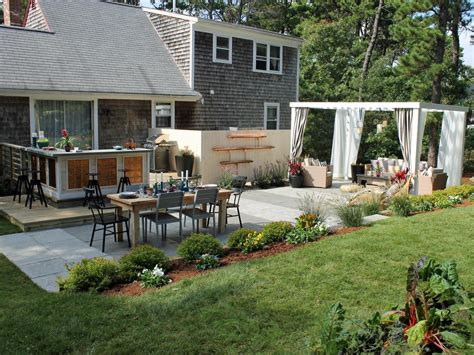 Hgtv Backyard Makeover by 15 Before And After Backyard Makeovers Landscaping Ideas