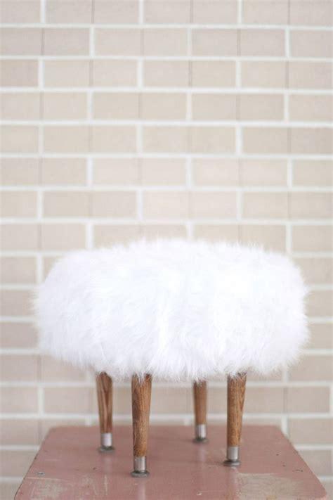 faux fur ottoman with storage de 256 b 228 sta ideas for work bilderna p 229 pinterest