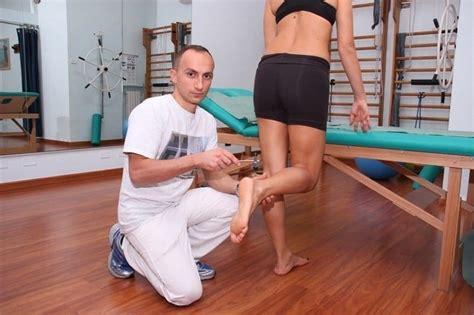 dolore al sedere tendinite al tendine d achille sintomi esercizi rimedi