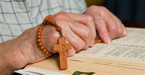orando la biblia 1433691884 un laico cubano blog cat 243 lico anunciando a cristo